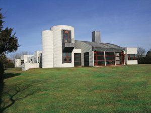 "Giving a new meaning to ""navel gazing"" - Jonathan Sobel's Hampton home"