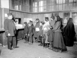 Harbinger of the Messiah - Chicago welfare line, 1903