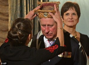Tourist Crown woven from sustainable fibers