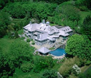 """""""Weill Cottage"""" 440 Round Hill Rd, Greenwich, CT"""