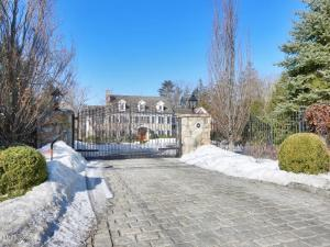 """186 Lake Avenue.  """"You might well think that snow banks in July exude the odor of a stale listing. I couldn't possibly comment. couldn't possibly say that."""""""