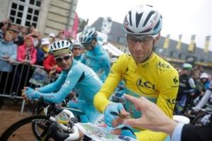 Testing complete, Vincenzo Nibali returns borrowed urine sample
