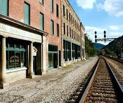 Railroad Avenue, 10:00 AM