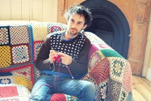 strikking er gøy ! Norway's No.1 knitting show host shows his chops
