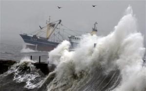 HMS Sandy drops in to vist Meadowbank