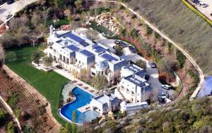 Solar panels on the Tom Brady and Gisele Bundchen  residence (Mr. Brady's Tesla is out of sight, being recharged by the chauffeur).