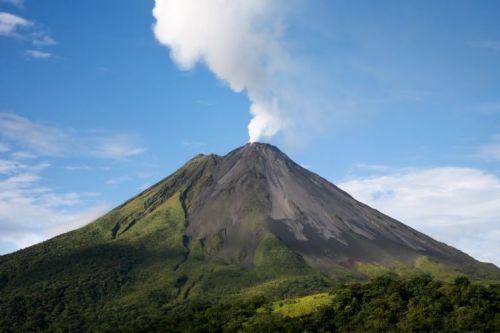 full-arenal-volcano-smoking