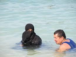 Burka in pool