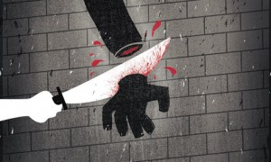 the-murderer-get-his-hand-001-300x180